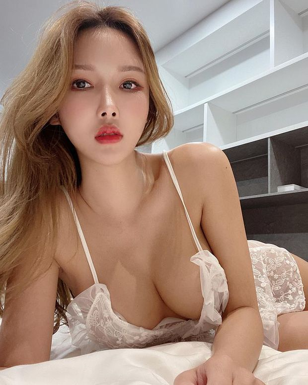Nữ streamer xinh đẹp gây sốc khi nhận tiền rồi để fan thoải mái đụng chạm, cởi áo, tuyên bố nhờ vậy mà kiếm được hơn 2 tỷ mỗi tháng - Ảnh 7.