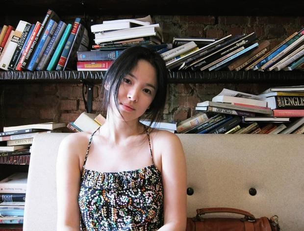 Song Hye Kyo và 1 loạt pha diện đồ 2 dây trễ nải, soi vào vòng 1 mà đỏ mặt nhè nhẹ - Ảnh 8.