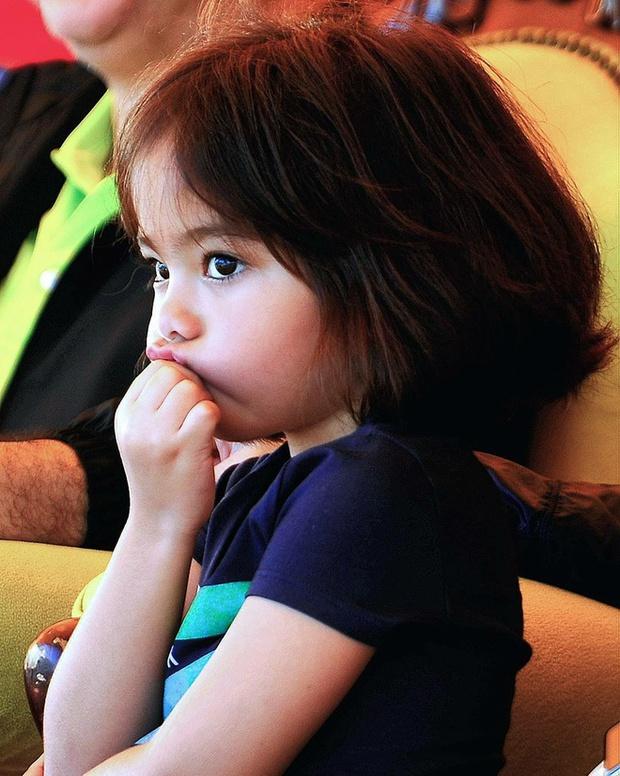Tiểu công chúa Malaysia xinh xắn hết nấc nhưng biểu cảm có 1-0-2 của bé mới là điều đốn tim người xem - Ảnh 9.