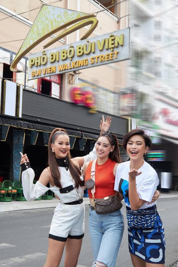 Mâu Thủy - Hương Ly tiễn Khánh Vân đi thi Miss Universe cũng không quên dìm hàng nhau - Ảnh 5.