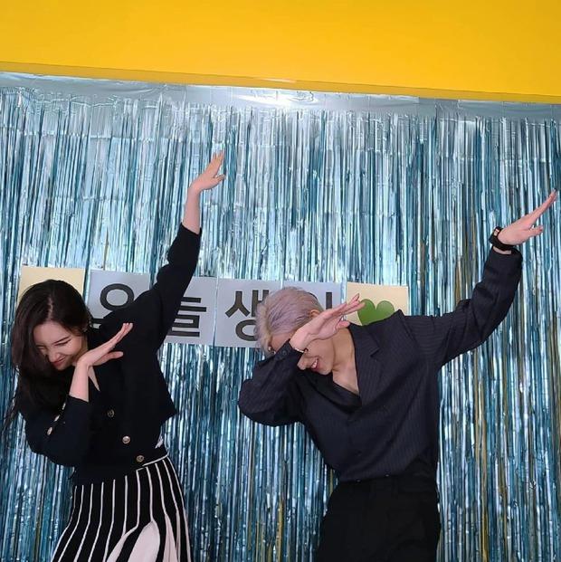 Sinh nhật hot nhất Kpop hôm nay: Lisa (BLACKPINK), Cha Eun Woo cùng loạt idol chúc mừng, Sunmi đến tận nơi quẩy chung - Ảnh 5.