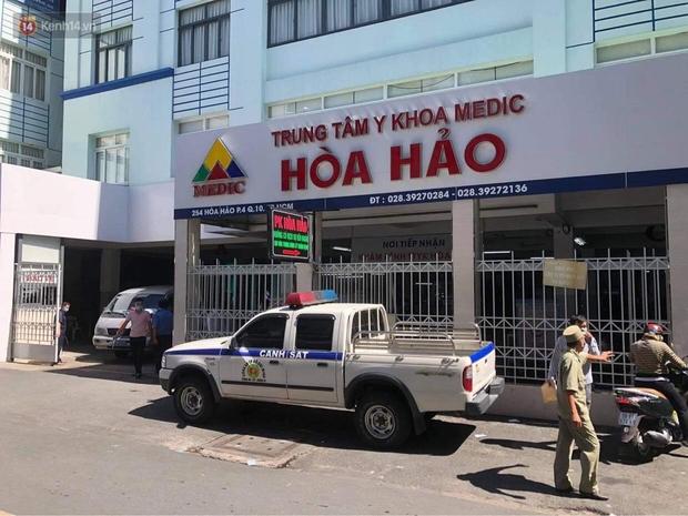 TP.HCM: Phong tỏa Trung tâm Y khoa Hòa Hảo, ngưng tiếp nhận bệnh nhân vì có ca nghi mắc Covid-19 đến khám bệnh - Ảnh 1.