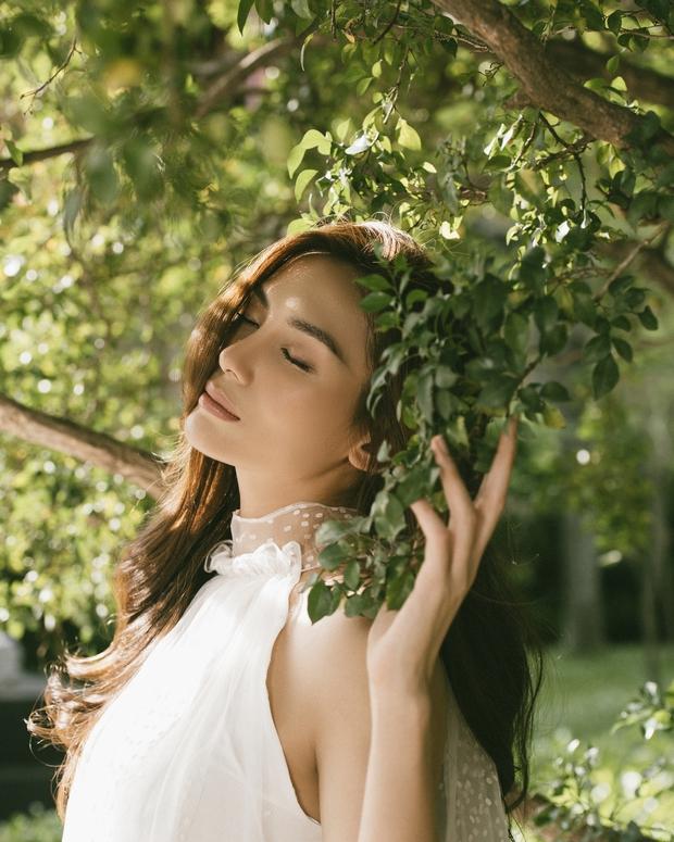 Võ Hoàng Yến khiến fan bất ngờ với bộ ảnh cực thơ và đầy nữ tính - Ảnh 4.