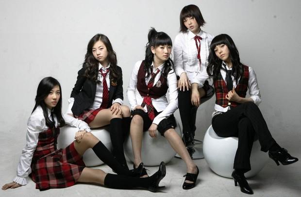Visual lúc debut - tan rã của loạt nhóm nhạc Kpop: 2NE1 lên hương nhưng mặt Park Bom lại biến dạng, After School toàn mỹ nhân chân dài đắt giá - Ảnh 24.