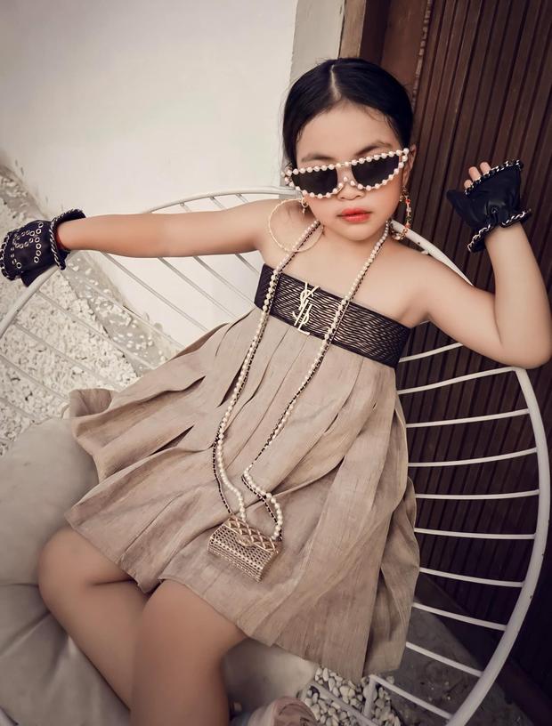 Ái nữ nhà đại gia Minh Nhựa khiến Ngọc Trinh tắt điện khi đụng hàng túi Chanel tí hon gần 60 triệu đồng - Ảnh 3.