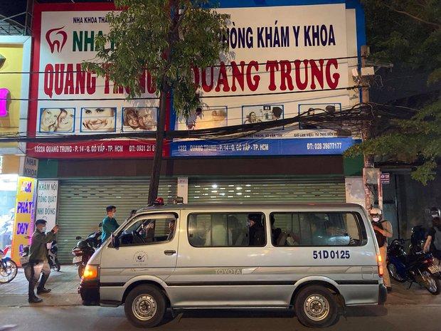 TP.HCM: Một phòng khám ở Gò Vấp bị tạm ngưng hoạt động, đưa 11 nhân viên đi cách ly tập trung - Ảnh 1.