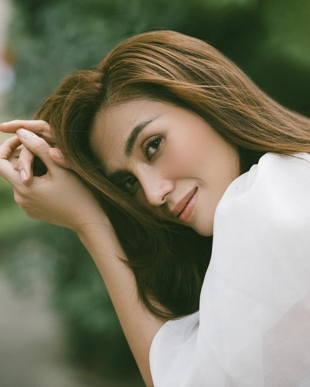 Võ Hoàng Yến khiến fan bất ngờ với bộ ảnh cực thơ và đầy nữ tính - Ảnh 1.