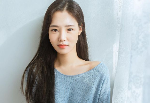 Hoa hậu truyền thống Hàn gây sốc với gương mặt méo xệch khi đăng quang, kéo đến ảnh đời thường lại há hốc vì visual thần thánh - Ảnh 6.