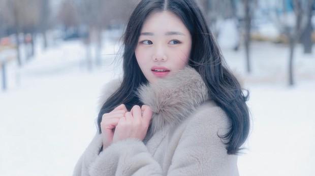 Hoa hậu truyền thống Hàn gây sốc với gương mặt méo xệch khi đăng quang, kéo đến ảnh đời thường lại há hốc vì visual thần thánh - Ảnh 5.