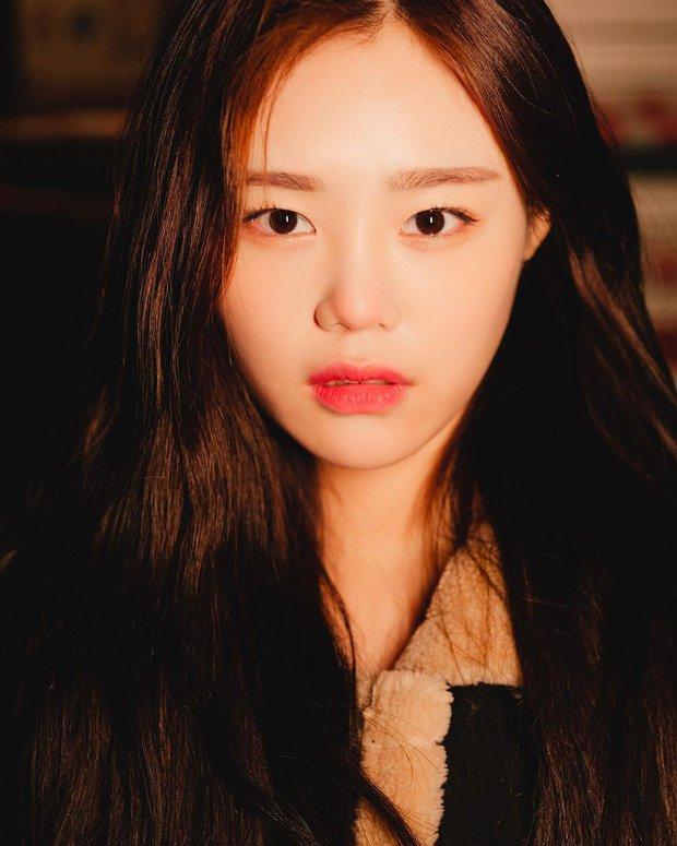 Hoa hậu truyền thống Hàn gây sốc với gương mặt méo xệch khi đăng quang, kéo đến ảnh đời thường lại há hốc vì visual thần thánh - Ảnh 8.
