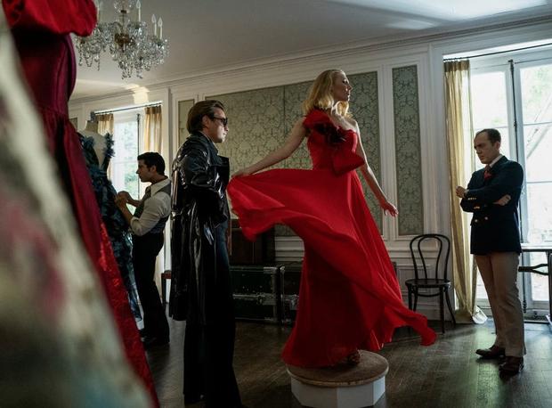 Phim 18+ Halston: Đằng sau mác phim người lớn trá hình là bi kịch của thế giới thời trang trụy lạc phồn hoa - Ảnh 6.