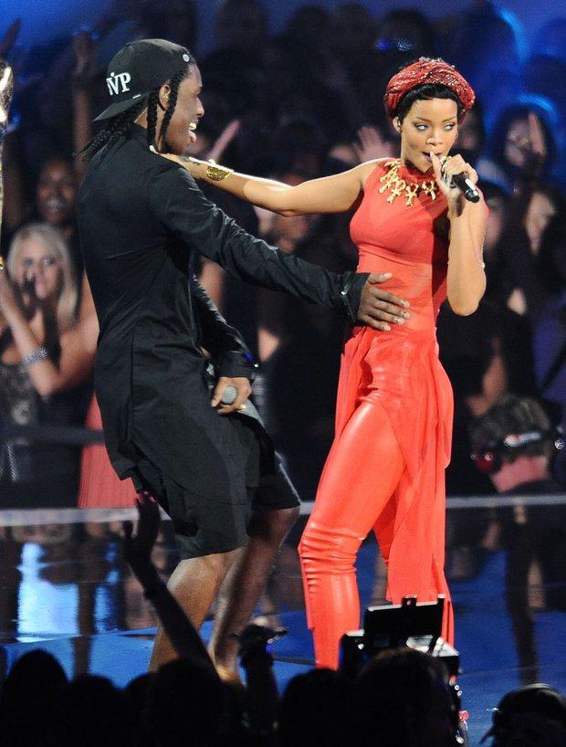 """Mới chia tay tỷ phú, Rihanna đã hẹn hò tình mới với danh tính bất ngờ: Thì ra là rapper quyền lực, còn tự xác nhận vì 7 năm chịu kiếp """"friendzone"""" - Ảnh 4."""