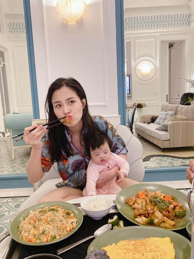 Gia đình Đông Nhi đu trend lan toả năng lượng giống Phan Mạnh Quỳnh và cú plot twist khiến dân tình dậy sóng - Ảnh 5.
