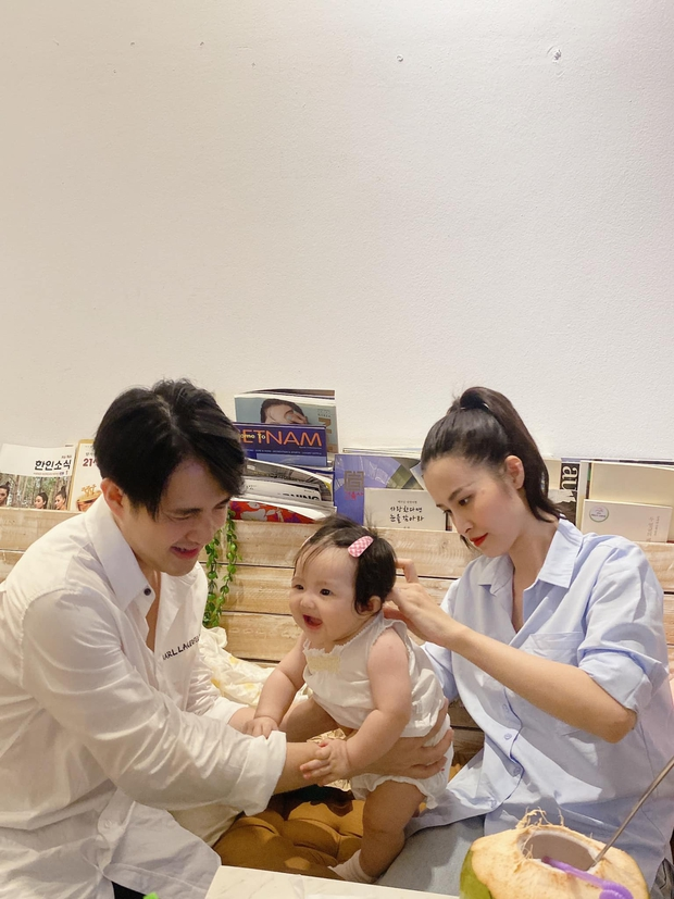 Gia đình Đông Nhi đu trend lan toả năng lượng giống Phan Mạnh Quỳnh và cú plot twist khiến dân tình dậy sóng - Ảnh 3.