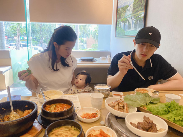 Gia đình Đông Nhi đu trend lan toả năng lượng giống Phan Mạnh Quỳnh và cú plot twist khiến dân tình dậy sóng - Ảnh 4.
