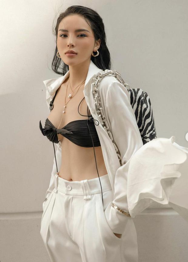 Hoa hậu Kỳ Duyên diện chiếc bra như lơ lửng giữa toà thiên nhiên ngồn ngộn - Ảnh 2.