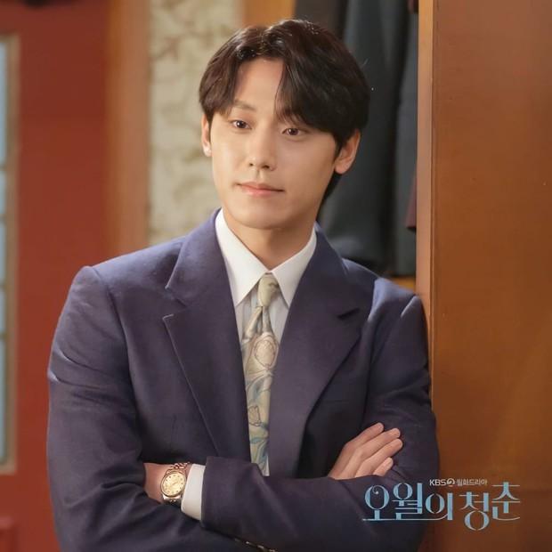 Youth of May: Bản nhạc tình yêu ngọt sủng viết bằng máu và cái chết, Lee Do Hyun bùng nổ visual khiến ai cũng đòi gả! - Ảnh 13.