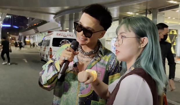 Wowy gặp gỡ MisThy tại Rap Việt All-Star Concert, trò chuyện một hồi rồi chốt tỉnh bơ: Chắc anh nói vậy em không hiểu gì đâu nhỉ? - Ảnh 2.