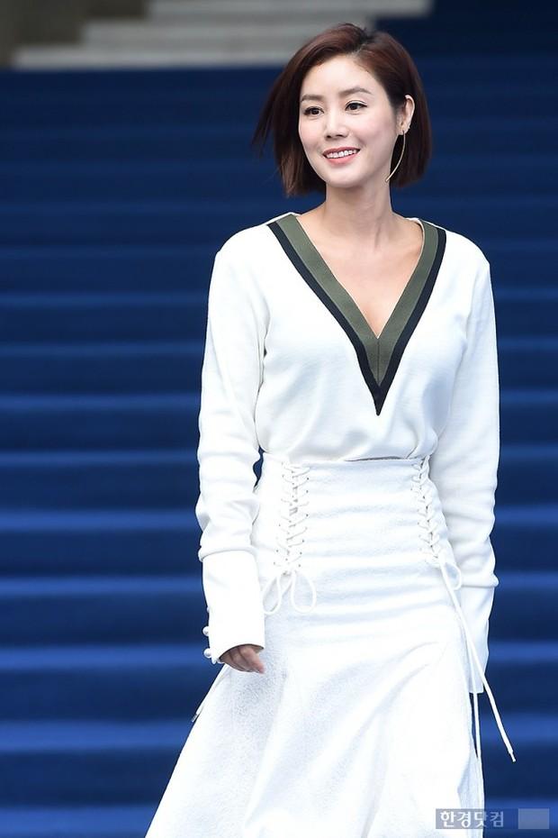 Mẹ Kim Tan: Cựu Hoa hậu bùng nổ ở Miss Universe, chuyện nuôi con gái người Việt và cuộc hôn nhân với đại gia khiến cả châu Á ngưỡng mộ - Ảnh 14.
