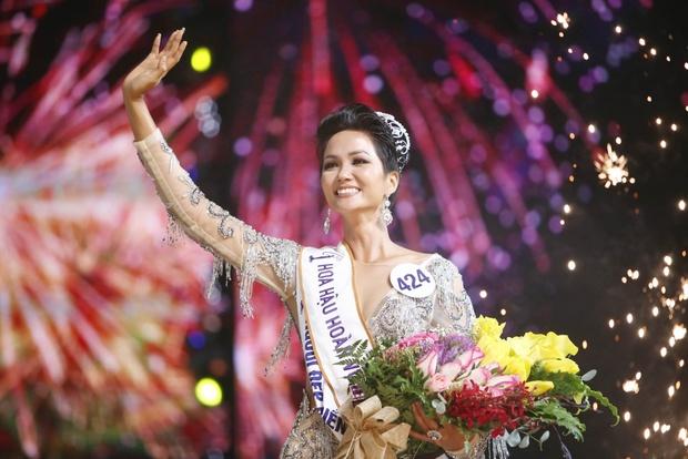 Dàn Hoa hậu ngoan hiền Vbiz phá kén hở bạo: Mai Phương Thuý - Tiểu Vy phô triệt để vòng 1, Khánh Vân và Đỗ Hà lột xác bất ngờ - Ảnh 30.