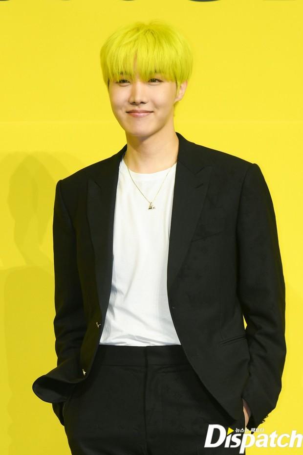 BTS đổ bộ họp báo comeback gây nổ MXH: Jungkook cuối cùng đã quay lại visual đỉnh cao, nam thần V gây sốc với tóc xoăn xù dìm thê thảm - Ảnh 5.