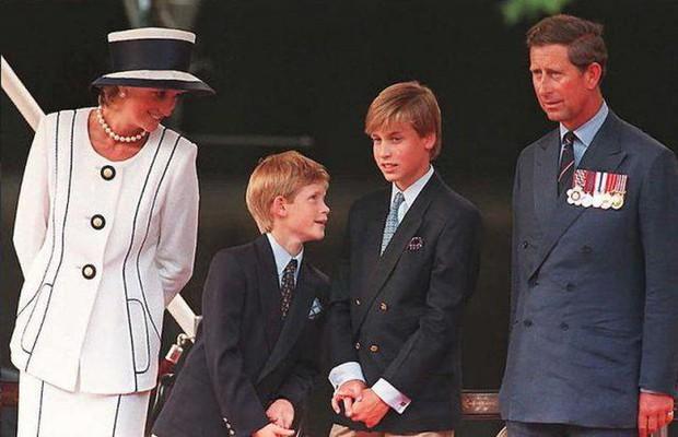 Giữa lúc căng thẳng lên cao trào, bức thư cũ của Công nương Diana được tiết lộ, kể về quan hệ của anh em William - Harry gây xúc động - Ảnh 5.