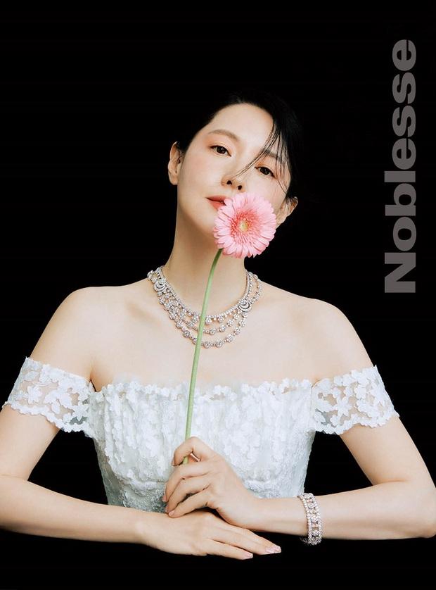 Lee Young Ae hack tuổi kinh ngạc trên tạp chí, thế nhưng con gái 11 tuổi của mỹ nhân Nàng Dae Jang Geum mới chiếm trọn sự chú ý - Ảnh 3.
