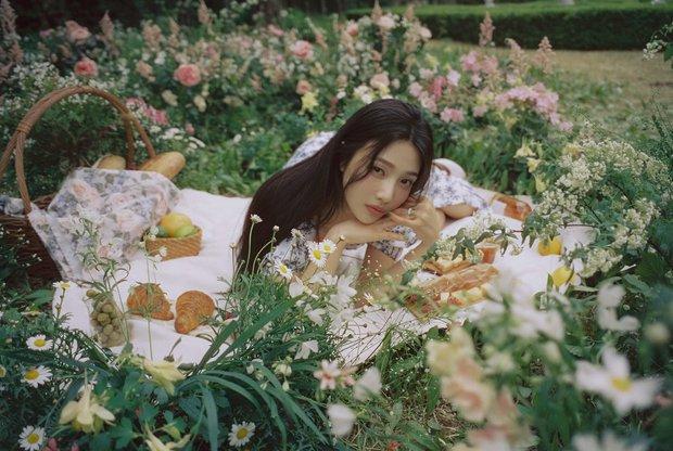 MXH Hàn náo loạn vì bộ ảnh phim của mỹ nhân mới được khai quật, đẹp đến mức này bảo sao dọa soán ngôi nữ thần của Irene - Ảnh 6.