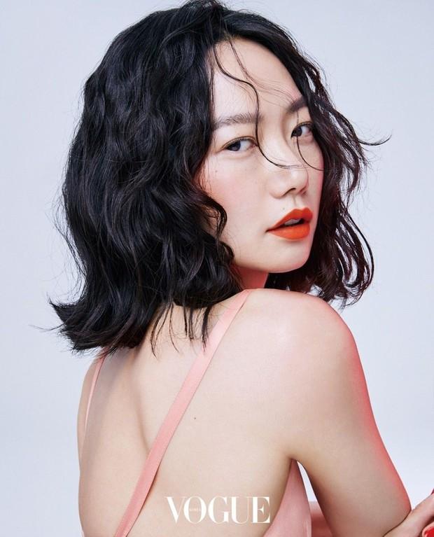 7 chị đại U50 đẹp nức nở ở phim Hàn: Hội Penthouse xịn đấy nhưng không qua nổi độ ngầu của mợ cả Mine - Ảnh 21.