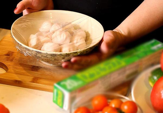 Những sai lầm nguy hiểm khi sử dụng màng bọc thực phẩm sẽ biến đồ ăn trở nên độc hại, làm cả nhà rước bệnh - Ảnh 3.