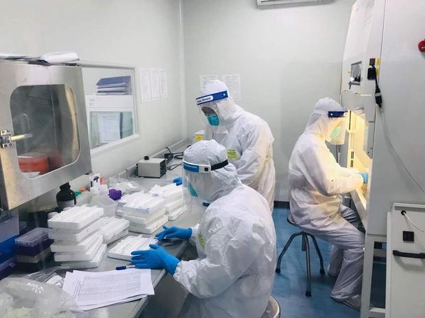 Hà Nội: Ca mắc Covid-19 mới nhất ở cạnh phòng bệnh có ô thông khí, chung điều hòa với 2 F1 của cựu Giám đốc Hacinco - Ảnh 1.