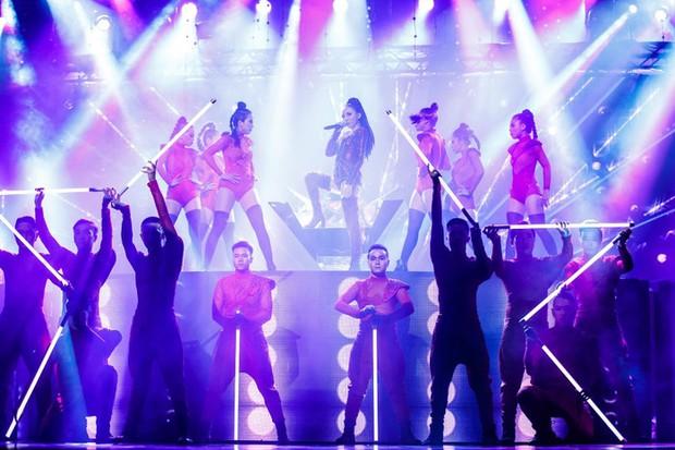 Tóc Tiên từng đốt cháy sân khấu MAMA với màn trình diễn cực đỉnh, thành viên Wanna One còn phải há hốc mồm! - Ảnh 9.