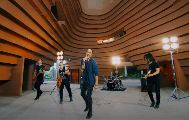 Nhóm nhạc đầu tiên của Việt Nam lên tạp chí Billboard, được ca ngợi là ban nhạc dẫn dắt nhiều thế hệ nhạc rock - Ảnh 4.