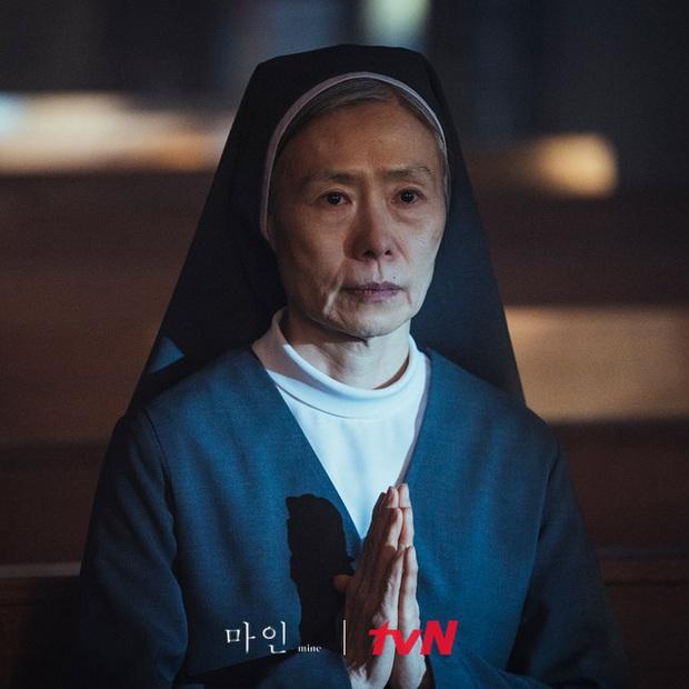 Giả thuyết sốc óc về trùm cuối phim 18+ Mine: Tiếp cận làm thân và giết hại mợ út Lee Bo Young? - Ảnh 4.