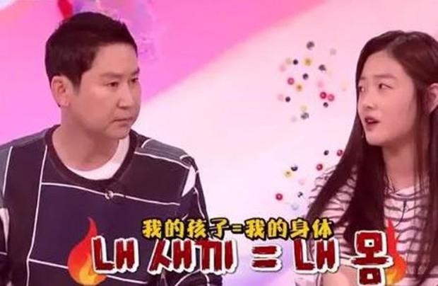 Con gái lên sóng truyền hình kể chuyện không dám về nhà vì bố đòi tắm chung, câu giải thích của ông bố khiến dư luận bức xúc - Ảnh 3.