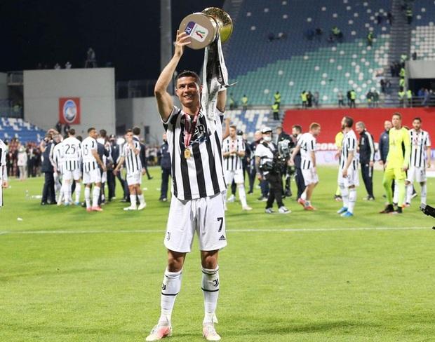 Georgina nhận về triệu lượt thả tim khi đăng ảnh chúc mừng Ronaldo, chiếm trọng spotlight là biểu cảm cực khó ở của CR7 - Ảnh 3.