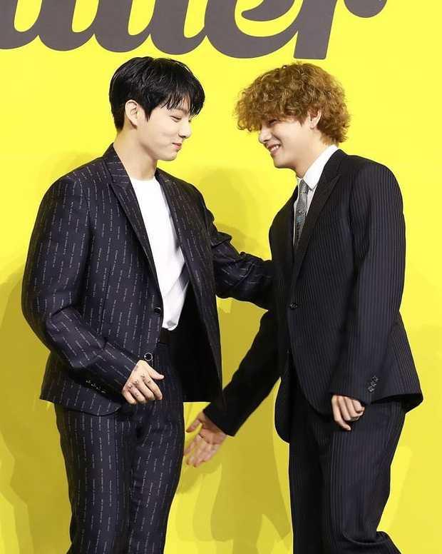 BTS đổ bộ họp báo comeback gây nổ MXH: Jungkook cuối cùng đã quay lại visual đỉnh cao, nam thần V gây sốc với tóc xoăn xù dìm thê thảm - Ảnh 15.