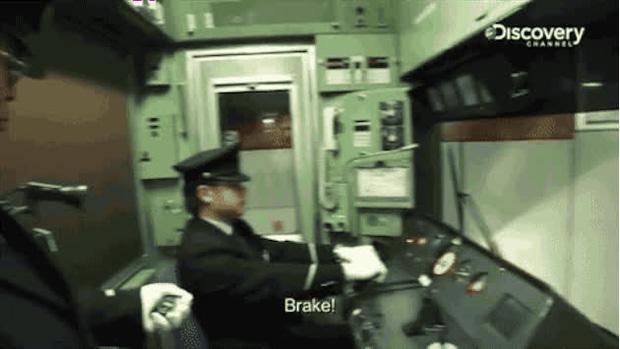 Chuyện về người lái tàu đi vệ sinh lúc tàu chạy với tốc độ 150km/h và tranh cãi xung quanh văn hóa xin lỗi gây ám ảnh của người Nhật - Ảnh 2.