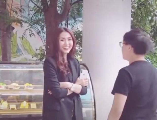 Hà Tăng xinh đẹp bất chấp ống kính của team qua đường, nụ cười ngọt lịm khi phát hiện camera khiến netizen lụi tim - Ảnh 3.