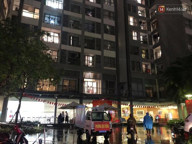 Ảnh: Hà Nội phong tỏa tạm thời tòa Park 9, khu đô thị Times City sau khi ghi nhận ca dương tính SARS-CoV-2 - Ảnh 1.