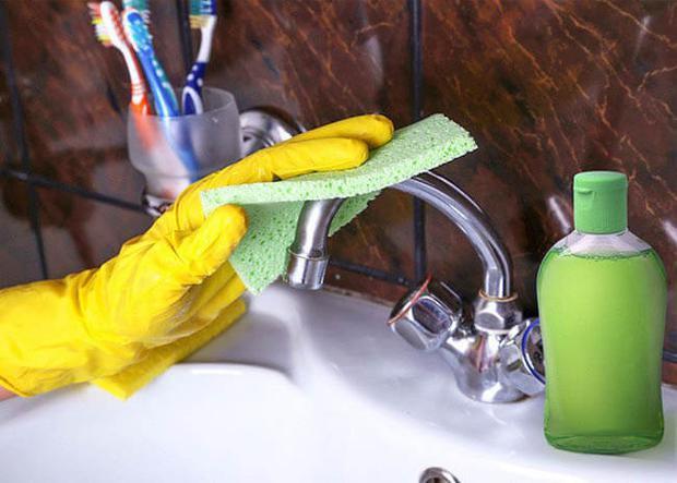 10 mẹo làm sạch đồ dùng trong nhà siêu nhanh gọn cho người lười, bỏ vài phút là thấy ngay thành quả - Ảnh 2.