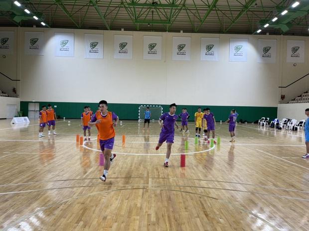 ĐT Futsal Việt Nam xét nghiệm Covid-19, tập buổi cuối trước khi chốt 14 cầu thủ chính thức thi đấu vòng play-off - Ảnh 2.