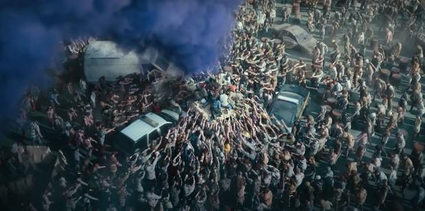 Army Of The Dead: Bom tấn zombie máu me, lê thê và phi lý của Zack Snyder - Ảnh 2.