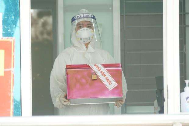 Hình ảnh bầu cử đặc biệt trong bệnh viện dã chiến tại Bắc Ninh - Ảnh 12.