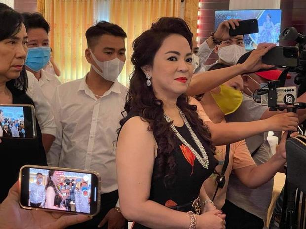 Bà Phương Hằng tiết lộ chấn động sẽ thuê 20-30 luật sư để kiện... 800 antifan ra toà trước giờ G livestream - Ảnh 1.