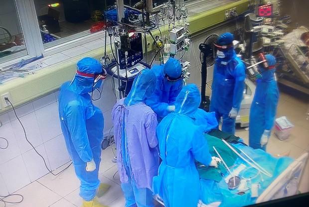 Tâm sự đêm muộn của những y bác sĩ trong bệnh viện cách ly - Ảnh 3.