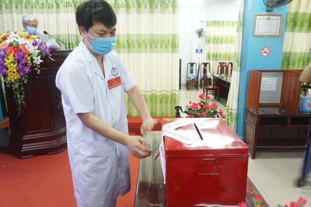 Hình ảnh bầu cử đặc biệt trong bệnh viện dã chiến tại Bắc Ninh - Ảnh 3.