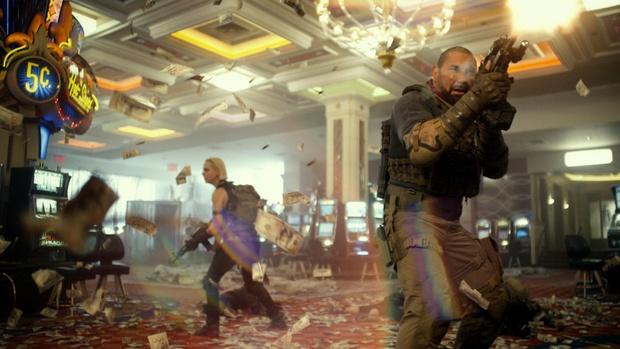 Army Of The Dead: Bom tấn zombie máu me, lê thê và phi lý của Zack Snyder - Ảnh 6.