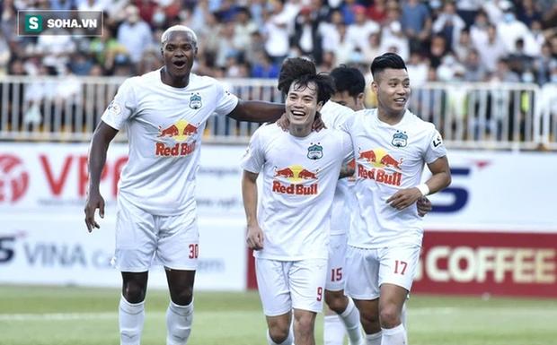 HLV Kiatisuk ôm giấc mơ lớn và bầu Đức cũng muốn đưa bóng đá Việt vươn tầm quốc tế - Ảnh 3.