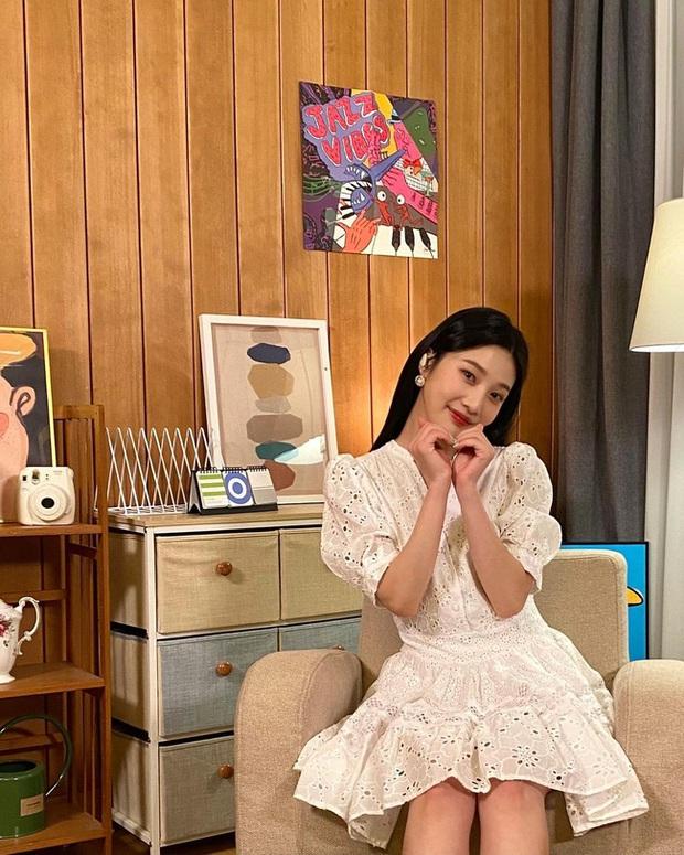 Joy có cả bộ sưu tập váy chuẩn tiểu thư, xem để biết thế nào là diện đồ bánh bèo mà vẫn sang chảnh - Ảnh 4.
